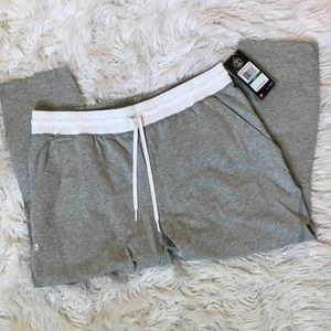 Under Armour loose Capri / BRAND NEW